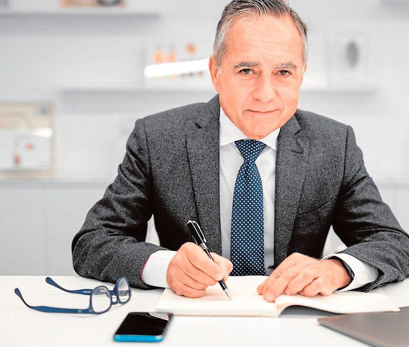 Antonio Muñoz Beraza recibe el Diploma de Servicios Distinguidos de la Región de Murcia